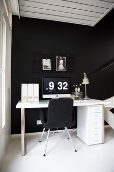 SI MODA KOTI TYÖPISTE 12 Home Office, Office Desk, Ikea Inspiration, Bachelorette Pad, Work Spaces, Young Adults, Ikea Hacks, Dream Homes, Staging