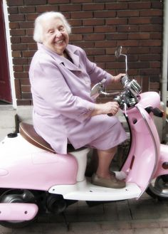 Pink 2002 Yamaha Vino with 1,800 miles...$1,000 Aunt Mary...priceless