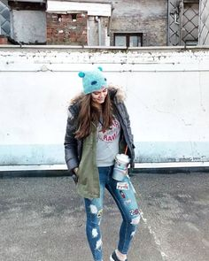 Ines wearing skinny jeans with patches!