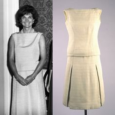 Jackie Kennedy wearing an ivory dress designed by Oleg Cassini at the White House ( June Jackie Kennedy Style, Jaqueline Kennedy, John Kennedy Jr, Caroline Kennedy, Jacqueline Kennedy Onassis, Vintage Style Dresses, Vintage Outfits, Grace Kelly Style, Style Icons