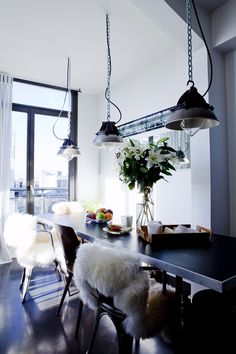 Industrial style table and pendent lights, Tolix chairs dining Industrial Dining Chairs, Industrial House, Industrial Interiors, Urban Industrial, Industrial Lamps, Metal Chairs, Industrial Style, Kitchen Dinning, Dining Area