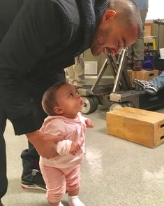 35 Behind-The-Scenes Photos From Grey's Anatomy That You've Probably Never Seen Before - - Pick me. Choose me. Greys Anatomy Jackson, Greys Anatomy Br, Greys Anatomy Funny, Grey Anatomy Quotes, Jackson Avery, Jackson And April, Jessie Williams, Jesse Williams Grey's Anatomy, Zack Y Cody