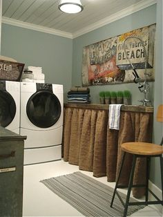 I'm So Vintage: burlap here, burlap there, everywhere....this blog has everything burlap.  I'm loving this skirt for the laundry room.  It gives it that beach feel.
