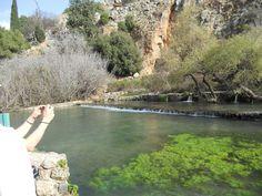 Pedra angular.. De esquina!! Litus Jesus Cristo ... Na antiga cidade voltada a cultos pagãos fica a maior nascente do rio Jordão...