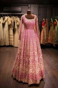 Are you looking for bridal lehenga designs photos for reception and wedding? Here is a latest 2018 & 2019 collections of bridal lehenga images. Latest Bridal Lehenga, Designer Bridal Lehenga, Indian Bridal Lehenga, Pakistani Bridal Dresses, Designer Gowns, Bridal Anarkali Suits, Designer Shoes, Indian Wedding Gowns, Indian Bridal Outfits