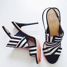 Zebra Shoes by Gwen Stefani anyone? Hot Shoes, Wedge Shoes, Shoes Heels, Sandal Heels, Divas, Zalando Style, Zebra Shoes, Pretty Patterns, Gwen Stefani