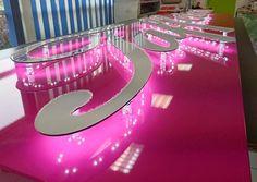 Réalisation par www.vireoverso.com d'une enseigne lumineuse pour un magasin de robe de mariée à Caen. #enseigne #normandie #caen #leds #lettresdecoratives #enseigniste