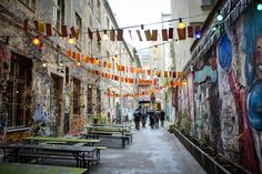 Street art is a big thing in Berlin. One of my most favourite spots is the courtyard next to Hackesche Höfe. Berlin Travel, Germany Travel, Gratis In Berlin, Berlin With Kids, Parks, Ddr Museum, Street Art, Street View