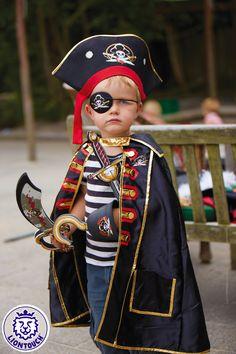 Karnevals-Kostüm für Kinder von Liontouch: Pirat. Piratenumhang, Hut, Augenklappe, Säbel und Piratenhaken.