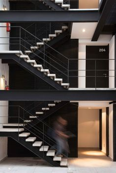 Galer Atilde Shy A De Amsterdam 169 Jsa 8 Casa Emilio Exterior Stairs Staircase Handrail, Staircase Design, Stair Railing, Stairs Architecture, Architecture Design, Steel Stairs, Stair Detail, Exterior Stairs, Modern Stairs