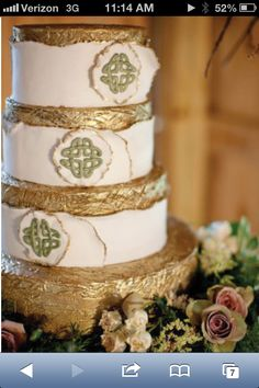 Celtic knot wedding cake