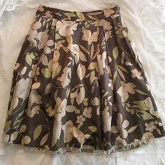 Skirt Gorgeous skirt! Worn one time! Sits at belly button and hits above right the knee. Perfect for a classy summer day!!! Flows while you walk Banana Republic Skirts