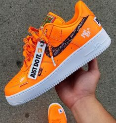 Design and style and real world sneakers, quest our variety of chic streetwear trainers and swimming shoes. Sneakers Fashion Outfits, Casual Sneakers, Moda Sneakers, Sneakers Nike, Tenis Nike Air, Nike Shoes Air Force, Aesthetic Shoes, Orange Shoes, Orange Sneakers