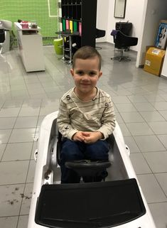 Každého milo očarí, keď krásny úsmev chlapec vyčarí!   #detskekadernictvo #detskekadernictvotrnava #littleboy #hairstyle