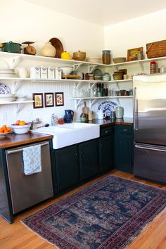 I love a good rug in the kitchen and open top shelves.