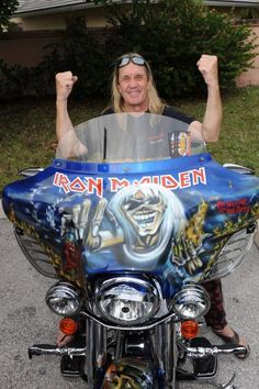 NICKO McBRAIN. .IRON MAIDEN.