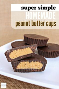 Love Reese's Peanut Butter Cups? This Super Simple Homemade Peanut Butter Cups R… Love Reese's Peanut Butter Cups? This Super Simple Homemade Peanut Butter Cups Recipe can be made in under an hour with only six ingredients. Justin's Peanut Butter, Peanut Butter Cup Cheesecake, Homemade Peanut Butter Cups, Peanut Butter Cup Cookies, Homemade Reeses Cups, Reeses Cups Recipe, Homemade Muffins, Chocolate Peanut Butter Cups, Chocolate Cheesecake