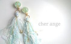 海月姫のタッセルイヤリング*light blue