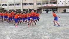 Massive Jump Rope   Niños asiáticos saltan la cuerda