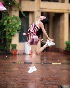 Hello friends kese lag rhe hoon me. But this is like me karo. Model Poses Photography, Girl Photography Poses, Stylish Photo Pose, Stylish Girls Photos, Stylish Girl Pic, Best Photo Poses, Girl Photo Poses, Cute Girl Poses, Cute Girl Pic