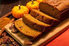 Halloween Menu: Pumpkin Bread - Z Living Pumpkin Spice Muffins, Pumpkin Bread, Calabacitas Recipe, Gourmet Recipes, Bread Recipes, Calories In Vegetables, Halloween Menu, Canned Pumpkin, Sweet Bread
