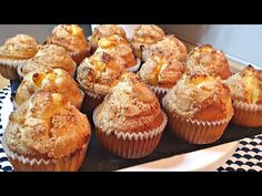Briose de iaurt foarte pufoase și sfaturile mele pentru a obține cel mai bun pompadour - YouTube Pompadour, Baking With Yogurt, Yogurt Muffins, Cake Factory, Quick Bread, Biscotti, Quiches, Baking Recipes, Food And Drink