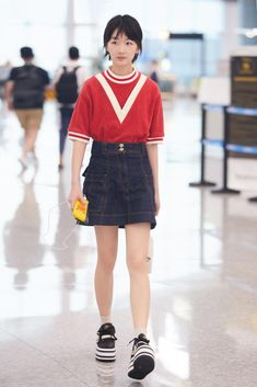 cc09a5035719f  ZhouDongyu wearing  Burberry Stripe Detail Cotton Terry Top at Chongqing  airport Daily Wear