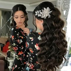 Quince Hairstyles, Wedding Hairstyles For Long Hair, Elegant Hairstyles, Bridal Hair Tips, Wedding Hair And Makeup, Bridal Hair Inspiration, Dark Hair With Highlights, Quinceanera Hairstyles, Baddie Hairstyles
