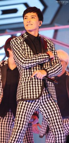 Leeteuk - I can't stand the checkered suit!  no one can make this good