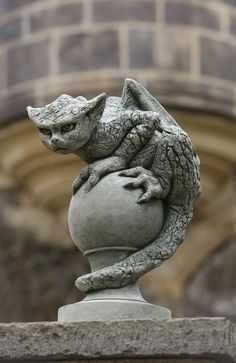 I love these types of decorative grotesques they look amazing!