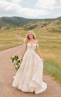 This lace wedding dress from Martina Liana is a dream come true! ☁️ Beautiful lace details and luxurious fabric. Repin This Look to your dream wedding dress board!💕// www.martinaliana.com Wedding Dresses Size 14, How To Dress For A Wedding, Western Wedding Dresses, Lace Wedding Dress, Formal Dresses For Weddings, Formal Wedding, Bridal Dresses, Wedding Gowns, Wedding Gown A Line