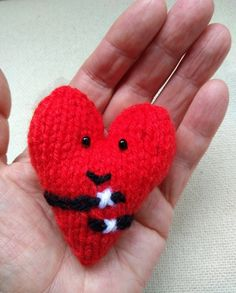 Pocket Pal, Knitted Heart, Stress Reliever, Bee Theme, Mothers Day Cards, Hostess Gifts, Hugs, Hand Knitting, Heart Shapes