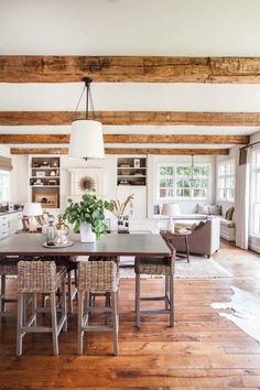 45 Modern Farmhouse Dining Room Decorating Ideas - Home Decor Modern Colonial, Colonial Style Homes, British Colonial, Farmhouse Interior, Modern Farmhouse, Farmhouse Decor, Farmhouse Style, Farmhouse Design, Industrial Farmhouse