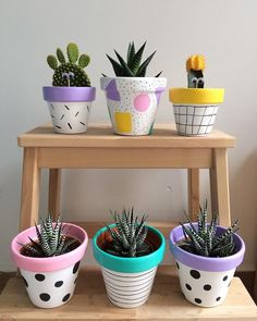 Painted pots diy - 25 Creative DIY ideas with beautiful pots to welcome Spring – Painted pots diy Painted Plant Pots, Painted Flower Pots, Decorated Flower Pots, Diy Flowers, Spring Flowers, Potted Flowers, Spring Plants, Fleurs Diy, Flower Pot Crafts