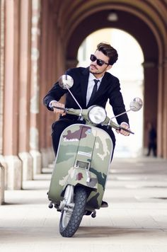 Fabulous Camo Vespa and traditional black suit ! Tradition and originality, the cocktail of style