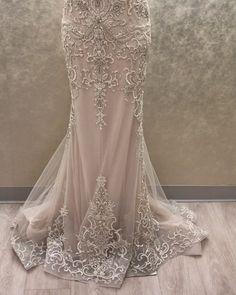 """Mi piace"": 4,124, commenti: 37 - Lazaro (@lazarobridal) su Instagram: ""Très chic #style3605 #lazarobridal #instoresnow #bridal #slipgown #beading #sparkles #couture…"""