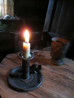 Talk to me.....j'aime la lumière, le bois de la table...l'ambiance!