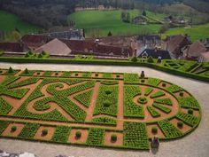 Résultats Google Recherche dimages correspondant à http://www.francephotostourisme.fr/galleries/aquitaine/chateau-de-hautefort/formes-geometriques-jardin-chateau-hautefort.jpg