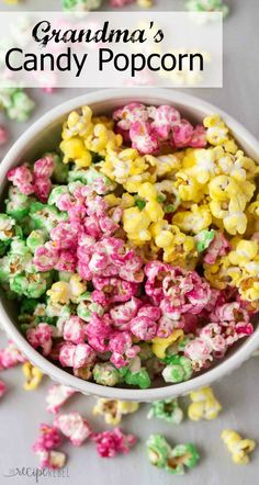 Think of a trip to the cinema, big screen, dark and most importantly - popcorn! But what about gourmet popcorn? Here are 60 best recipes we found online! Gourmet Popcorn, Popcorn Snacks, Candy Popcorn, Flavored Popcorn, Carmel Popcorn, Pink Popcorn Recipes, Colorful Popcorn Recipe, Easy Candied Popcorn Recipe, Gastronomia