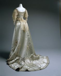 Worth ball gown, 1900-05  From the METROPOLITAN MUSEUM OF ART