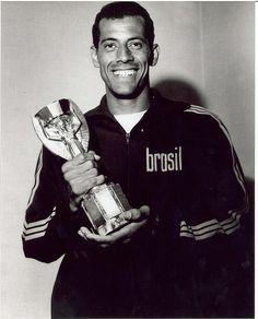 Nascimento: 17 de Julho de 1944, no Rio de Janeiro (RJ), Brasil. Faleceu em 25 de outubro de 2016, no Rio de Janeiro (RJ), Brasil. Posição: Lateral Direito / Zagueiro Clubes: Fluminense (1963-1964 …
