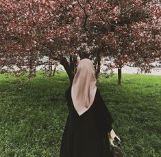 Sekedar Me_ nyapa Alam Hijab Niqab, Muslim Hijab, Hijabi Girl, Girl Hijab, Beautiful Muslim Women, Beautiful Hijab, Niqab Fashion, Muslim Fashion, Hijab Dress