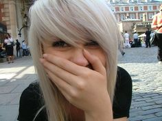 ugh soo many simple cute hair stylesYou can find Scene bangs and more on our website.ugh soo many simple cute hair styles Blonde Bangs, Emo Bangs, Blonde Hair, Scene Bangs, Heart Hair, Light Blonde, Hair Photo, Pretty Hairstyles, Hair Goals