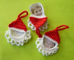Crochet Santa Frame Ornament by Pan Perkins Crochet Christmas Ornaments, Christmas Crochet Patterns, Holiday Crochet, Santa Ornaments, Christmas Crafts, Photo Ornaments, Christmas Angels, Crochet Snowflakes, Christmas Bells