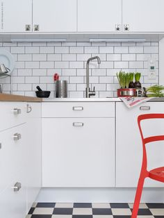 Retro kitchen with FAKTUM cabinets and APPLÅD doors
