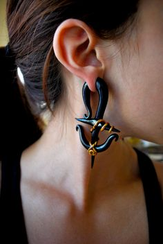 anchor earrings with gold rope. featured in size 00.