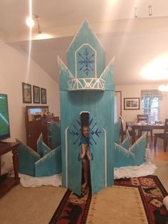 Frozen Party Decorations, Office Christmas Decorations, Birthday Party Decorations, Frozen Themed Birthday Party, 4th Birthday, Frozen Themed Food, Frozen Castle, Frozen Bedroom, Birthday Backdrop