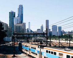 cinemagraph of the train heading out of downtown Chicago Cinemagraph Gif, Stop Motion, San Francisco Skyline, New York Skyline, Scenery, Around The Worlds, Animation, Adventure, Architecture