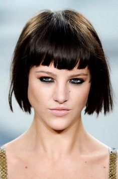 56 Hairstyles With Bangs and Fringes to Inspire Your Next Haircut - Be Trendsetter Short Dark Hair, Short Hair With Bangs, Full Fringe Long Hair, Summer Hairstyles, Hairstyles With Bangs, Medium Hair Styles, Short Hair Styles, Thick Bangs, Bang Bang
