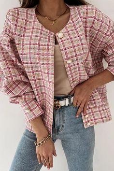 Chanel Rose, Rosa Beige, Coats For Women, Jackets For Women, Motif Tartan, Plaid Outfits, Ripped Shorts, Denim Romper, Plaid Jacket